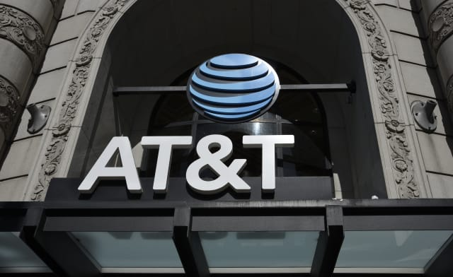 SAN FRANCISCO, CALIFORNIA - SEPTEMBER 12, 2018: The entrance to an AT&T store in San Francisco, California. (Photo by Robert Alexander/Getty Images)
