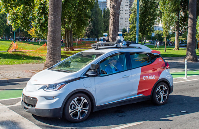 05 November 2019, US, San Francisco: A robot car of the General Motors subsidiary Cruise is on a test drive. Photo: Andrej Sokolow/dpa (Photo by Andrej Sokolow/picture alliance via Getty Images)