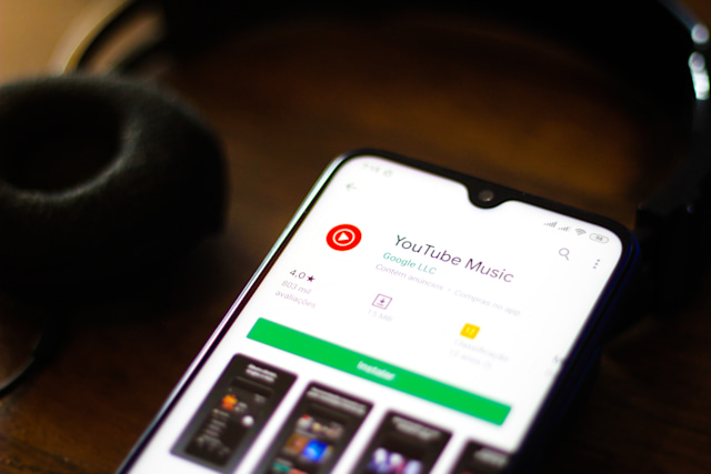 BRAZIL - 2019/12/30: In this photo illustration the YouTube Music logo and app is seen displayed on a smartphone. (Photo Illustration by Rafael Henrique/SOPA Images/LightRocket via Getty Images)