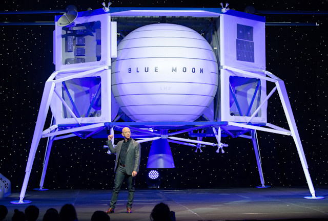 Amazon CEO Jeff Bezos announces Blue Moon, a lunar landing vehicle for the Moon, during a Blue Origin event in Washington, DC, May 9, 2019. (Photo by SAUL LOEB / AFP)        (Photo credit should read SAUL LOEB/AFP via Getty Images)