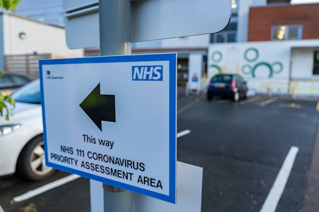 HEREFORD, UNITED KINGDOM - APRIL 30, 2020: A sign giving directions o the Coronavirus Assessment Area is seen in the grounds of Hereford Hospital, Herefordshire on April 30, 2020.- PHOTOGRAPH BY Jim Wood / Barcroft Studios / Future Publishing (Photo credit should read Jim Wood/Barcroft Media via Getty Images)