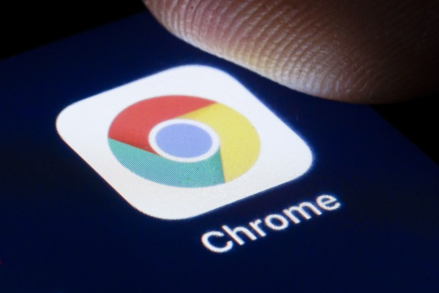 BERLIN, GERMANY - APRIL 22: The logo of the webbrowser Google Chrome is shown on the display of a smartphone on April 22, 2020 in Berlin, Germany. (Photo by Thomas Trutschel/Photothek via Getty Images)