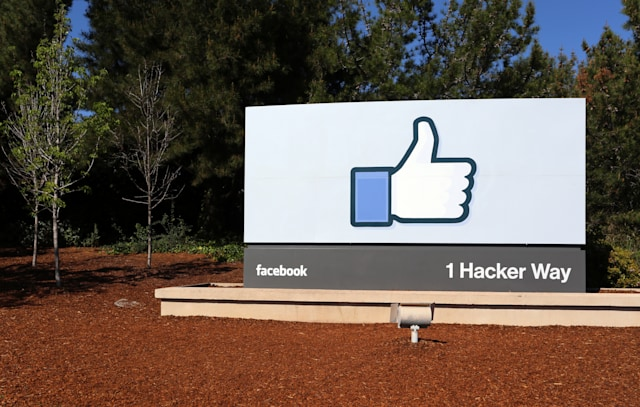 Menlo Park, CA, USA – March 18, 2014: A sign at the entrance to the Facebook World Headquarters located in Menlo Park. Facebook is a popular online social networking service.