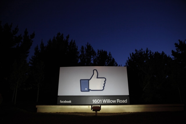 The sun rises behind the entrance sign to Facebook headquarters in Menlo Park before the company's IPO launch, May 18, 2012. Facebook Inc, will begin trading on the Nasdaq market on Friday, with it's initial public offering at $38 per share, valuing the world's largest social network at more than $100 billion.   REUTERS/Beck Diefenbach   (UNITED STATES - Tags: BUSINESS)