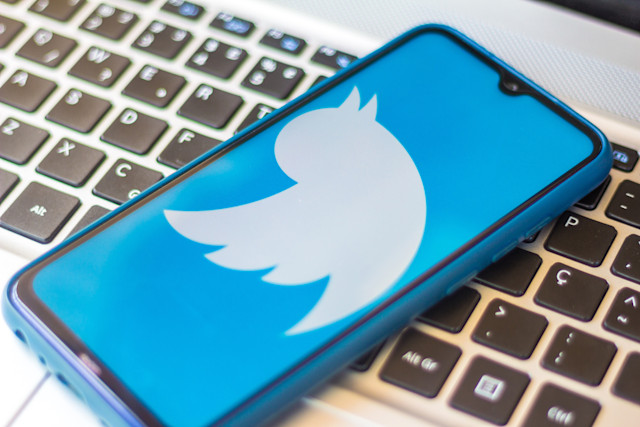 BRAZIL - 2020/07/11: In this photo illustration a Twitter logo seen displayed on a smartphone. (Photo Illustration by Rafael Henrique/SOPA Images/LightRocket via Getty Images)