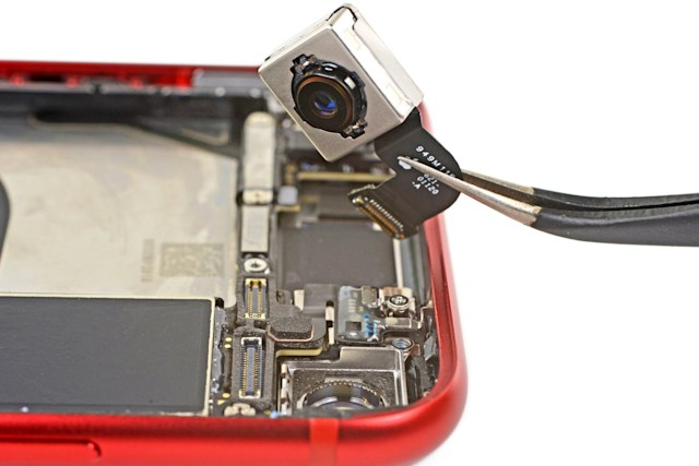 Apple iPhone SE teardown reveals camera