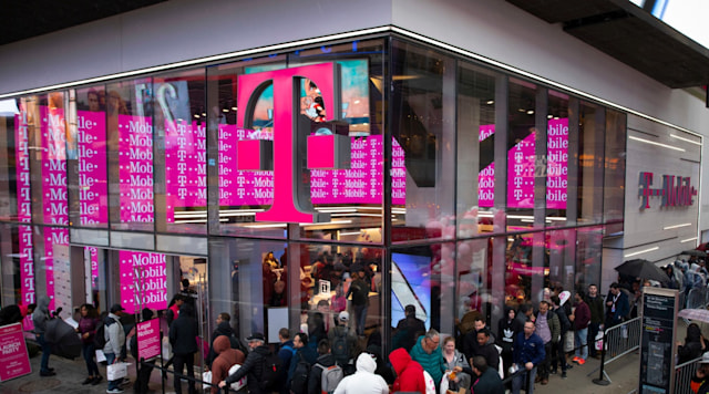 Fans line up to be the first to get the OnePlus 7 Pro exclusively at T-Mobile at the Times Square Signature Store on Tuesday, May 14, 2019 in New York. (Andrew Kelly/AP Images for T-mobile)