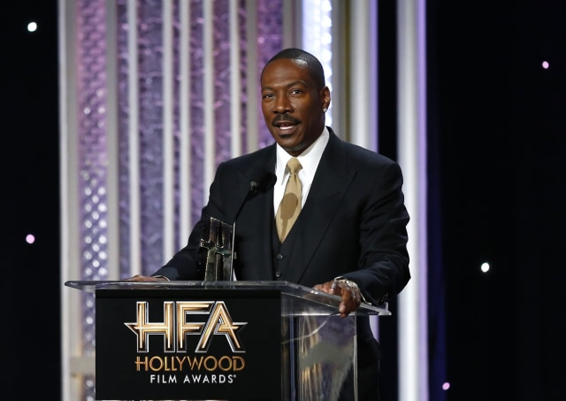 Actor Eddie Murphy accepts the Career Achievement Award at the Hollywood Film Awards in Beverly Hills, California, U.S., November 6, 2016.   REUTERS/Mario Anzuoni