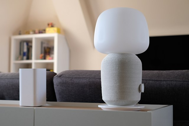 Ikea Symfonisk speakers and lamp in a smart home