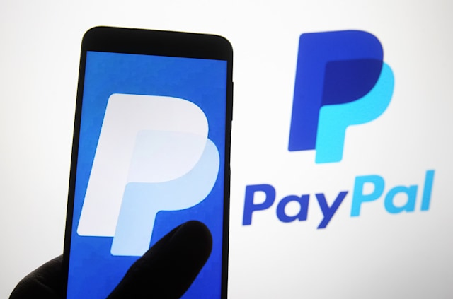 UKRAINE - 2020/11/07: In this photo illustration a PayPal logo of a worldwide online payment system seen on a smartphone screen. (Photo Illustration by Pavlo Gonchar/SOPA Images/LightRocket via Getty Images)