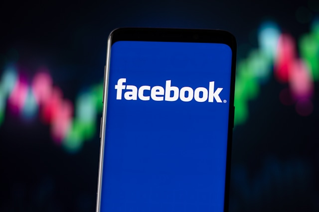 POLAND - 2020/11/04: In this photo illustration a Facebook logo seen displayed on a smartphone. (Photo Illustration by Mateusz Slodkowski/SOPA Images/LightRocket via Getty Images)