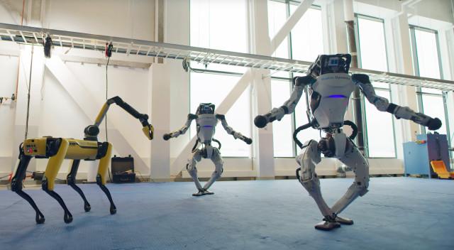Boston Dynamics Spot and Atlas família de robôs a dançar
