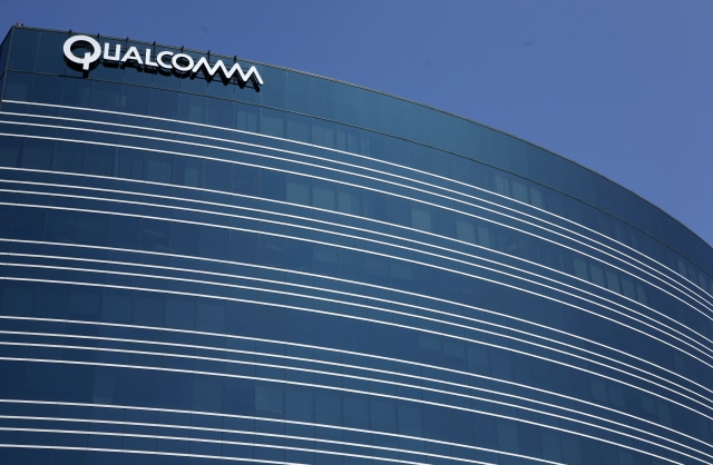 A view of one of Qualcomm's many buildings in San Diego, California, July 22, 2008. Investors in Qualcomm, already expecting strong quarterly results July 23 for the wireless chip and technology supplier, will likely be focusing on its current quarter forecasts and its court case with Nokia in Delaware on the same day.     REUTERS/Mike Blake      (UNITED STATES)