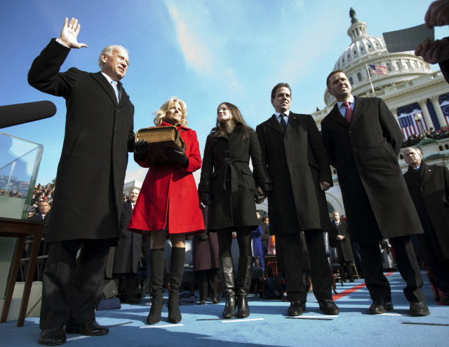 Joseph Biden (L), takes the Oath of Office with wife Jill holding the family bible as Vice President of the United States on the West Front of the U.S. Capitol in Washington, January 20, 2009. Barack Obama became the first black U.S. president on Tuesday and declared it is time to set aside petty differences and embark on a new era of responsibility to repair the country and its image abroad.   REUTERS/Chuck Kennedy/Pool  (UNITED STATES)