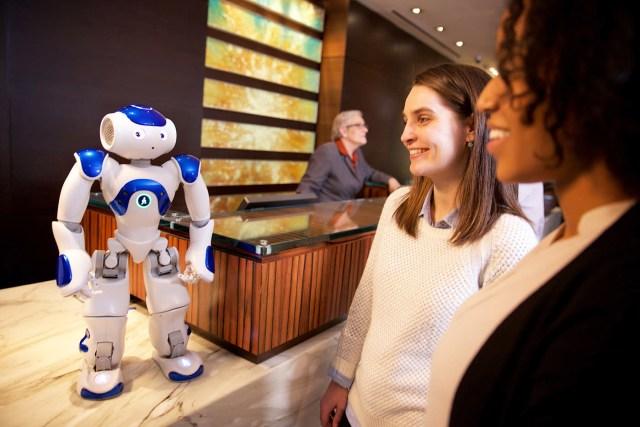 """IBM沃森为希尔顿的机器人门房""""康妮""""提供动力"""