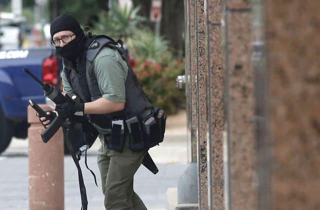 Masked gunman killed in shootout near courthouse