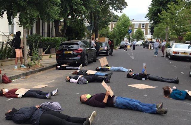 Protesters gather at Cummings' home