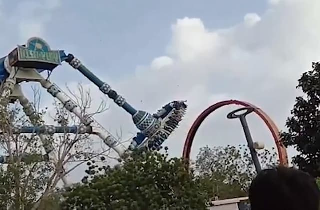 Terror as theme park ride snaps