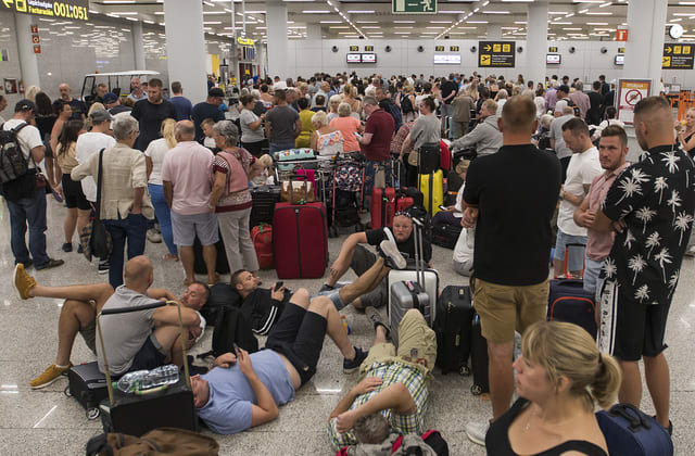 Tour company collapses with 150K travelers abroad