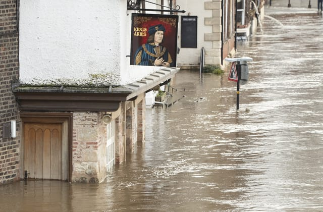 Snow and further flooding predicted
