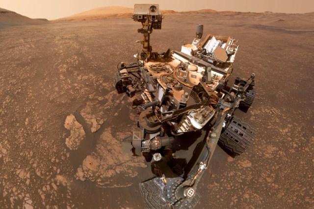 Curiosity rover starts its 'summer trip' to next Martian destination