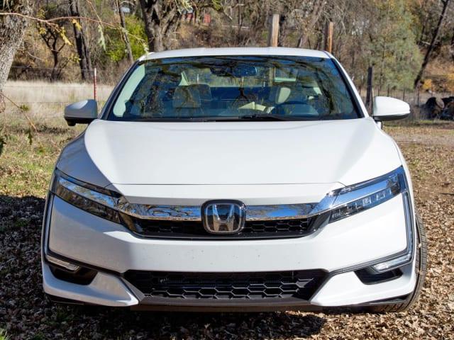Hondas Clarity Plug In Hybrid Is A Luxury Car At Bargain Price