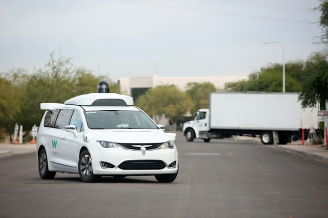 A Waymo Chrysler Pacifica Hybrid self-driving vehicle returns to a depot in Chandler, Arizona, November 29, 2018. Picture taken November 29, 2018. REUTERS/Caitlin O'Hara