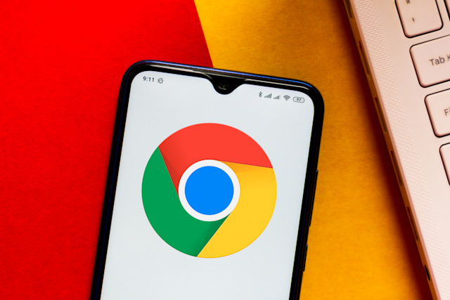 BRAZIL - 2020/03/28: In this photo illustration the Google Chrome logo is displayed on a smartphone. (Photo Illustration by Rafael Henrique/SOPA Images/LightRocket via Getty Images)