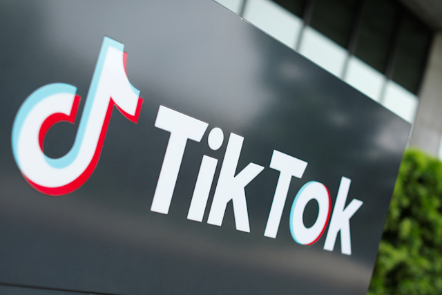 The TikTok logo is pictured outside the company's U.S. head office in Culver City, California, U.S.,  September 15, 2020.   REUTERS/Mike Blake