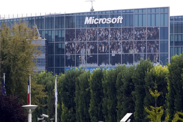 General view of Microsoft Corporation new headquarters in Issy-les-Moulineaux, near Paris October 6, 2009.  REUTERS/Charles Platiau (FRANCE BUSINESS )