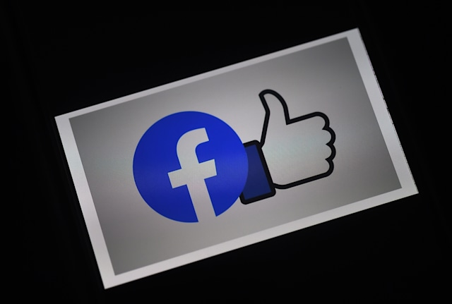 In this photo illustration a Facebook App logo is displayed on a smartphone on March 25, 2020 in Arlington, Virginia. (Photo by Olivier DOULIERY / AFP) (Photo by OLIVIER DOULIERY/AFP via Getty Images)