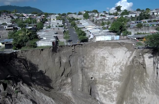 Giant sinkhole in El Salvador prompts evacuations