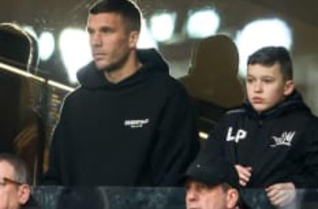 Abflug in die Türkei: Lukas Podolski sah noch den Köln-Sieg