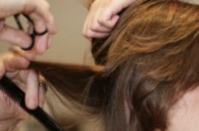 Lange Haare selbst schneiden: Das müssen Sie beachten