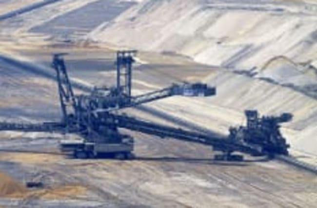 Hambach: Klima-Aktivisten besetzen Braunkohle-Bagger
