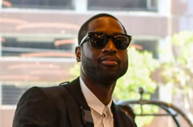 Dwyane Wade Photobombs Proposal And His Expression Is All Heart