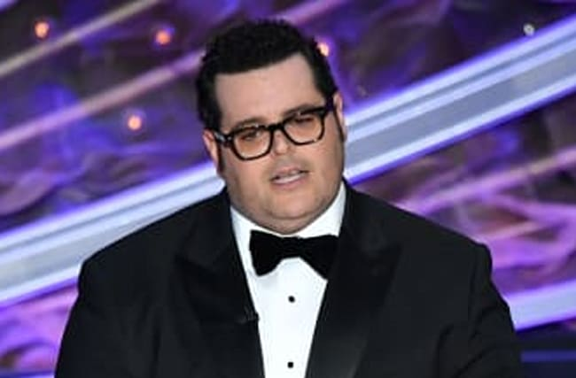 Josh Gad Tears Up In Emotional Video About Coronavirus