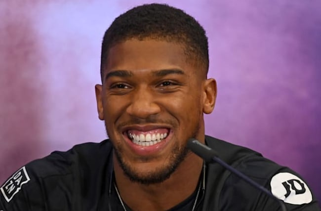 Anthony Joshua vows to stand by Rob McCracken