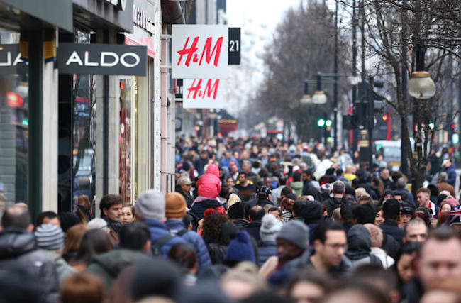 UK population hits 66.4m, with growth rate stalling