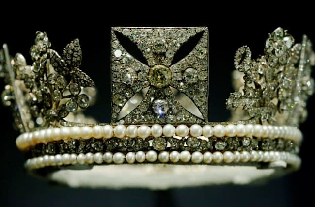 George IV's Diamond Diadem to go on show at Palace