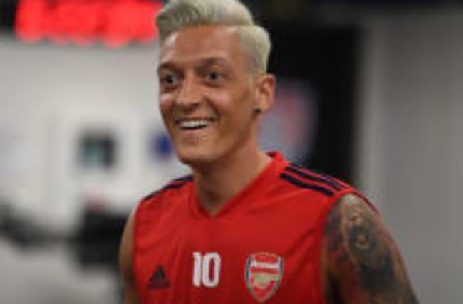 Krass blondiert: Özil sieht jetzt aus wie Heino!