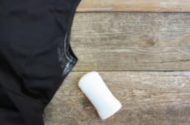 Diese Tipps helfen gegen Deoflecken