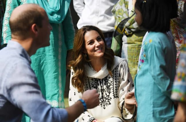 'I won't take it off': William and Kate given friendship bracelets