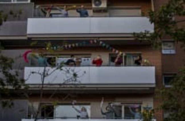 Familie auf Balkon ausgesperrt: Rettung per Drehleiter