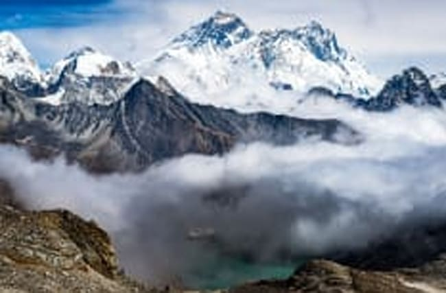 Mieses Wetter: 300 Touristen sitzen am Mount Everest fest