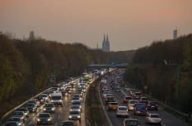 Was bedeuten braune Schilder an Autobahnen