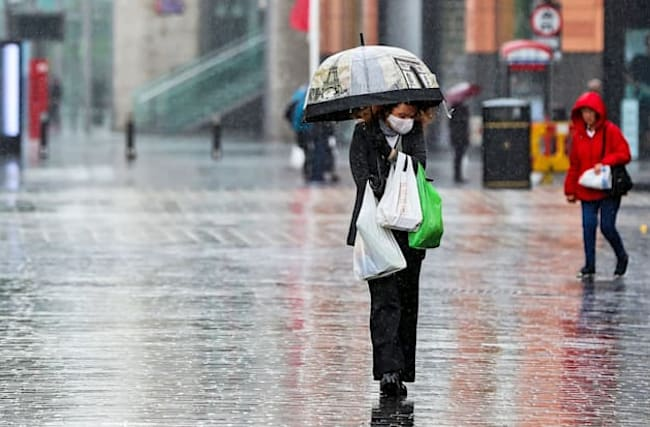 Heavy showers and gales over weekend as temperature drops