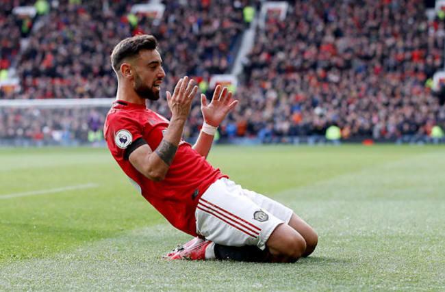 Fernandes impresses as United brush aside Watford