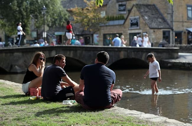 Parts of UK on track to recording heatwave as temperatures soar