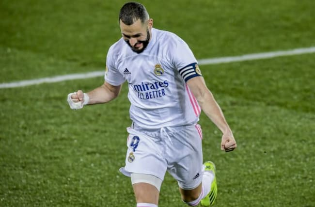 Karim Benzema scores twice as Real Madrid stop the rot with 4-1 win at Alaves